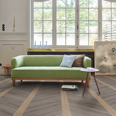 MO_109 Chevron Columns Contemporary_TR Blackjack Oak 22220 22937_ROOM_14569